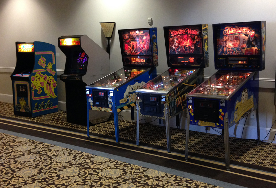 CLASSIC GAMES & PINBALL